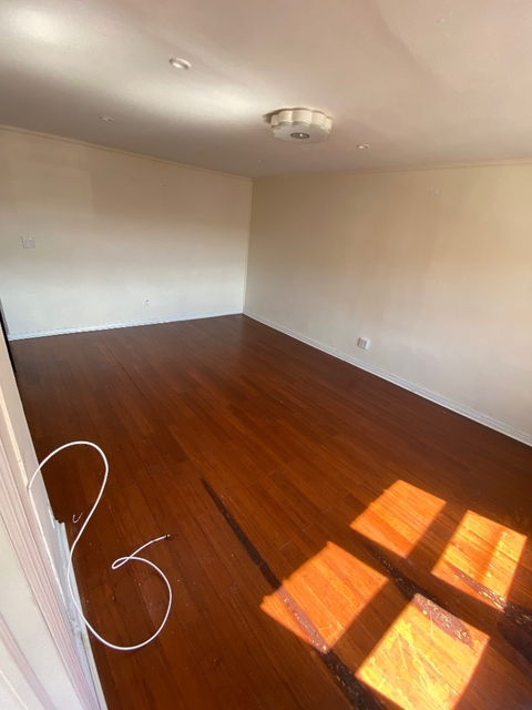 3 Bedrooms, Jackson Heights Rental in NYC for $2,950 - Photo 2