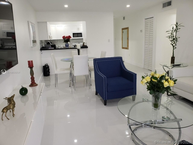 2 Bedrooms, Golf Course Towers Rental in Miami, FL for $1,600 - Photo 2