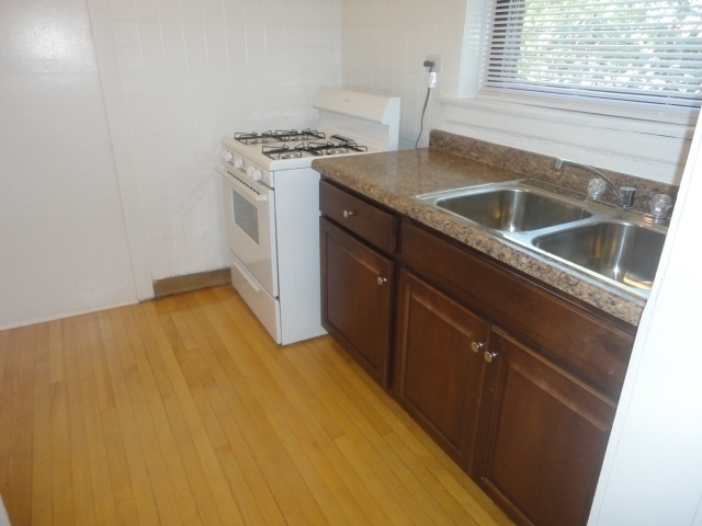 2 Bedrooms, Old Irving Park Rental in Chicago, IL for $1,175 - Photo 2