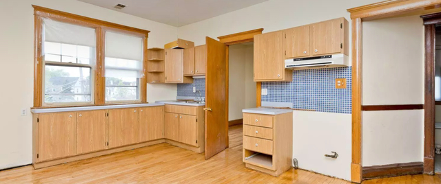 2 Bedrooms, Irving Park Rental in Chicago, IL for $1,595 - Photo 2