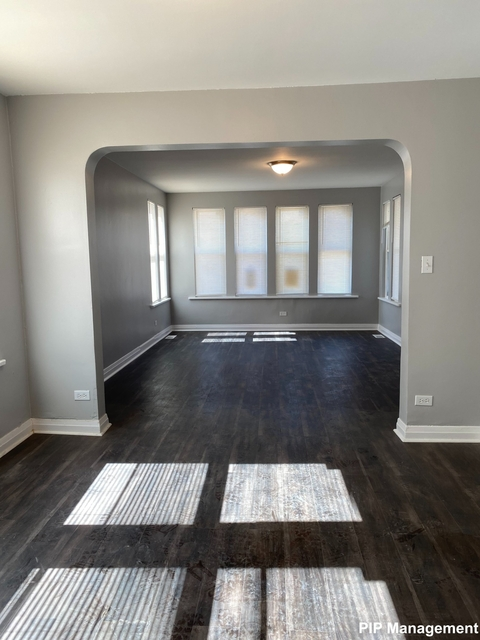 3 Bedrooms, Calumet Park Rental in Chicago, IL for $1,390 - Photo 2