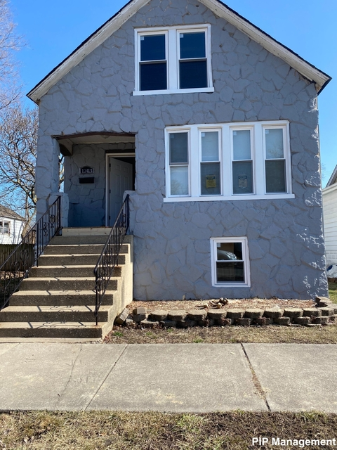 3 Bedrooms, Calumet Park Rental in Chicago, IL for $1,390 - Photo 1