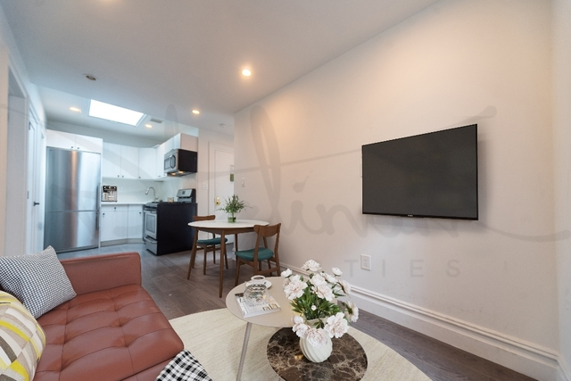 2 Bedrooms, Gramercy Park Rental in NYC for $3,475 - Photo 2