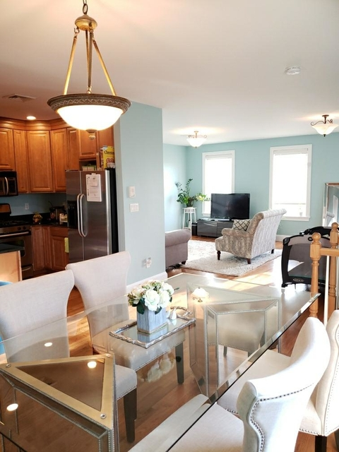 2 Bedrooms, D Street - West Broadway Rental in Boston, MA for $3,000 - Photo 2