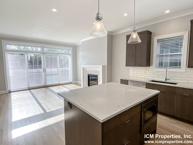 2 Bedrooms, Lakeview Rental in Chicago, IL for $3,595 - Photo 2