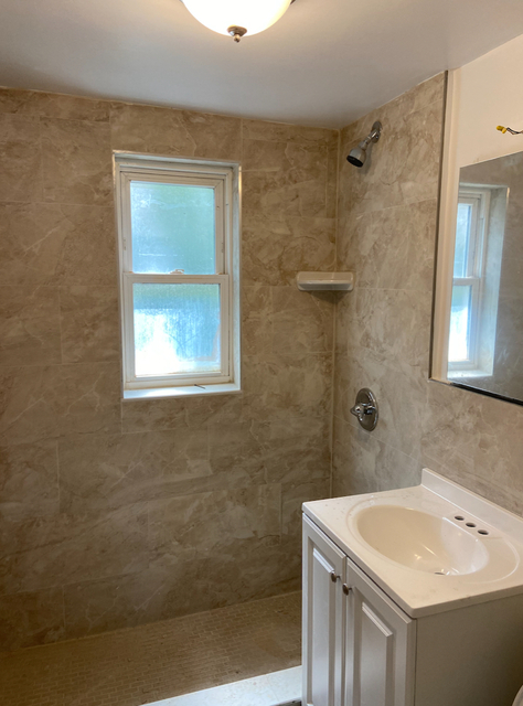3 Bedrooms, Ditmars Rental in NYC for $4,000 - Photo 2