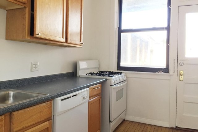 5 Bedrooms, Hyde Park Rental in Chicago, IL for $3,050 - Photo 1