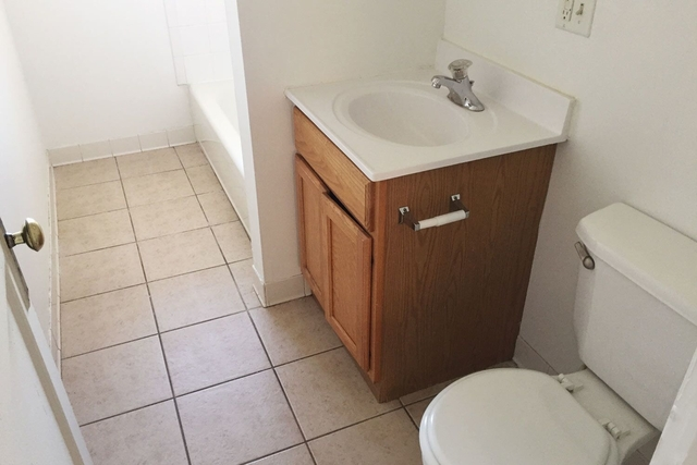 5 Bedrooms, Hyde Park Rental in Chicago, IL for $3,050 - Photo 2