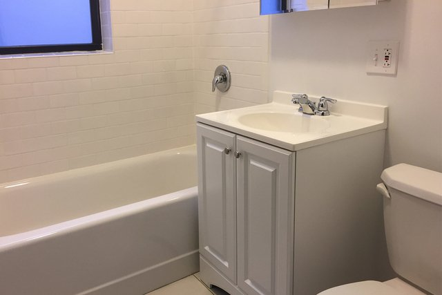4 Bedrooms, Park Ridge Rental in Chicago, IL for $2,950 - Photo 1