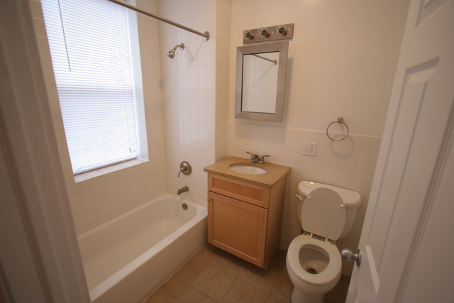 2 Bedrooms, Hyde Park Rental in Chicago, IL for $1,575 - Photo 1