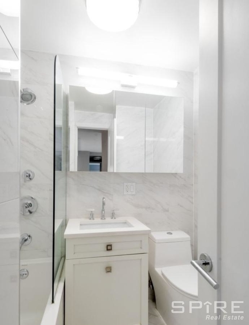 3 Bedrooms, Yorkville Rental in NYC for $7,333 - Photo 2