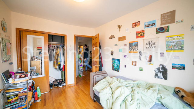 3 Bedrooms, Ditmars Rental in NYC for $2,700 - Photo 2