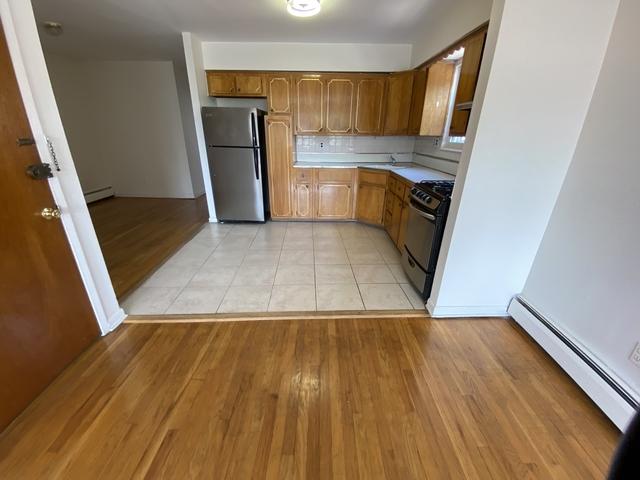 3 Bedrooms, Astoria Rental in NYC for $2,775 - Photo 2