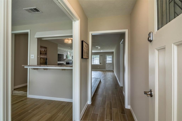 3 Bedrooms, Camino South Rental in Houston for $1,695 - Photo 2