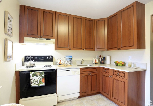 1 Bedroom, West Babylon Rental in Long Island, NY for $2,340 - Photo 2