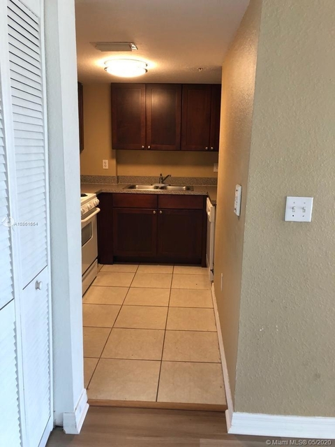 1 Bedroom, Clayton Heights Rental in Miami, FL for $1,230 - Photo 2