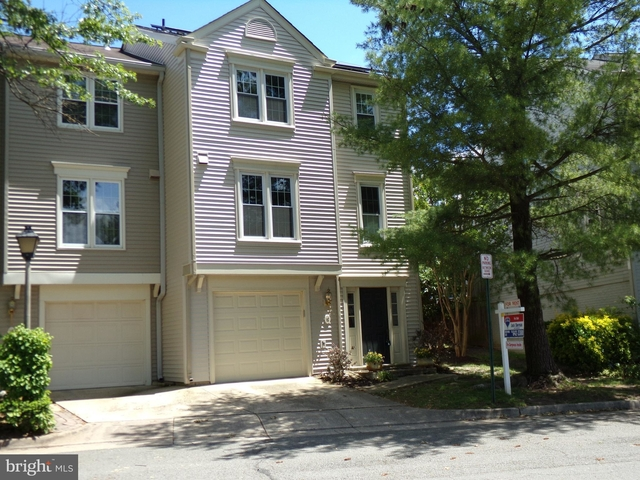 2 Bedrooms, Cameron Knolls Rental in Washington, DC for $2,995 - Photo 2