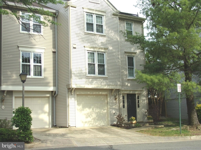 2 Bedrooms, Cameron Knolls Rental in Washington, DC for $2,995 - Photo 1