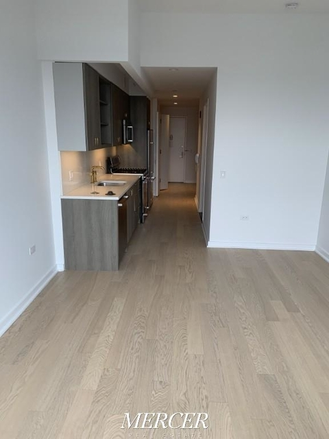 Studio, Hell's Kitchen Rental in NYC for $3,100 - Photo 2
