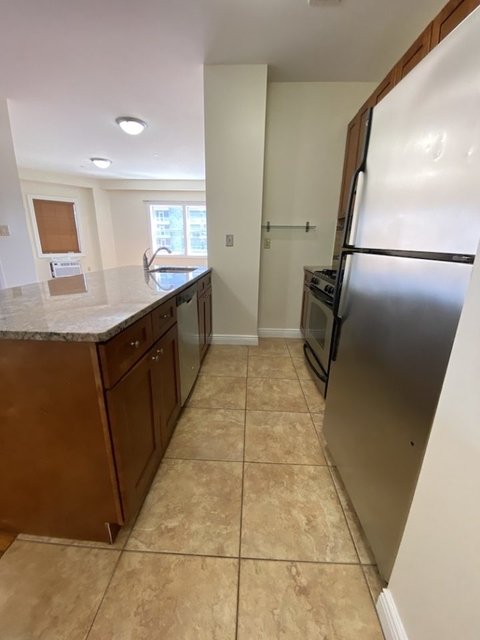 1 Bedroom, Hunters Point Rental in NYC for $2,839 - Photo 2