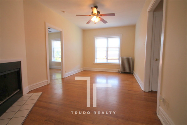 2 Bedrooms, Wrigleyville Rental in Chicago, IL for $1,695 - Photo 1