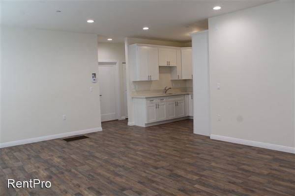 4 Bedrooms, Van Nuys Rental in Los Angeles, CA for $3,575 - Photo 2