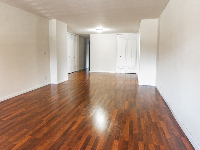 2 Bedrooms, Rego Park Rental in NYC for $3,055 - Photo 2