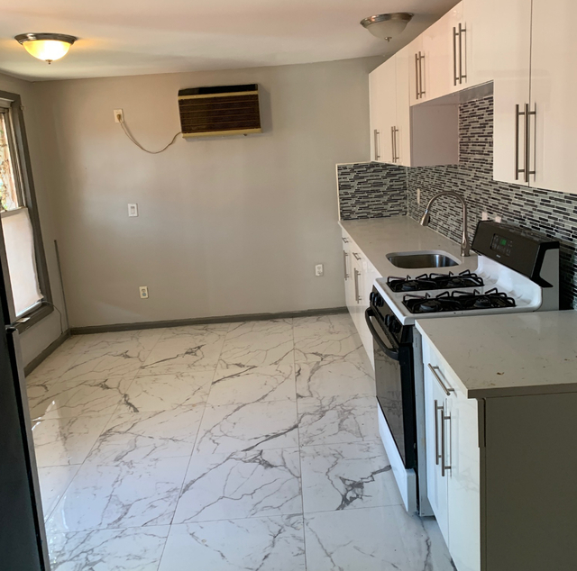 4 Bedrooms, Borough Park Rental in NYC for $2,699 - Photo 2