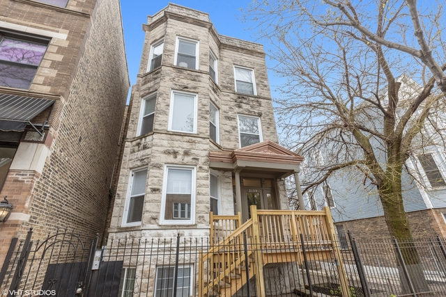 3 Bedrooms, Roscoe Village Rental in Chicago, IL for $2,600 - Photo 1
