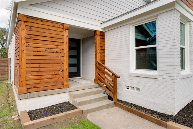 3 Bedrooms, The Dells District Rental in Dallas for $1,900 - Photo 2