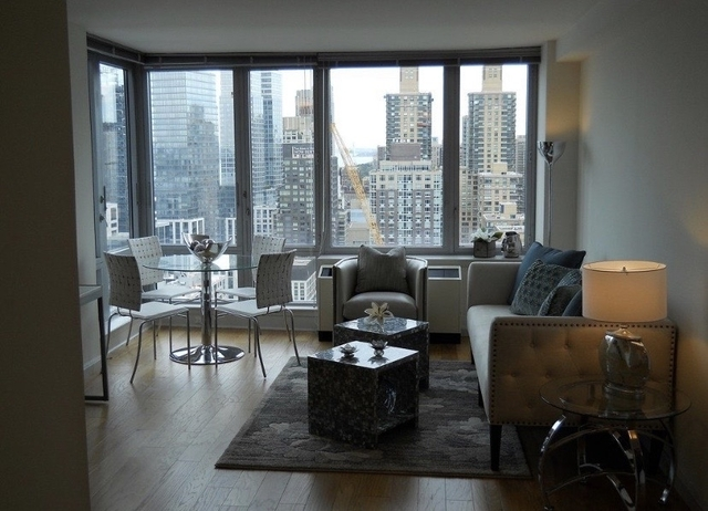 2 Bedrooms, Hell's Kitchen Rental in NYC for $5,385 - Photo 1
