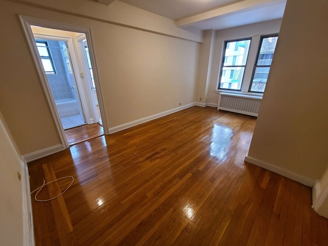 1 Bedroom, Financial District Rental in NYC for $2,279 - Photo 2