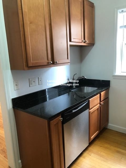 2 Bedrooms, Bowmanville Rental in Chicago, IL for $1,650 - Photo 2