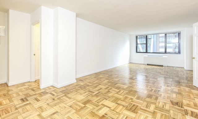Room, Hell's Kitchen Rental in NYC for $1,725 - Photo 1