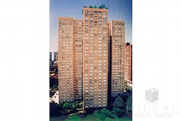 2 Bedrooms, Sutton Place Rental in NYC for $5,695 - Photo 2