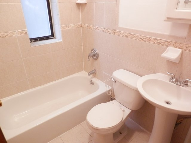 2 Bedrooms, Hamilton Heights Rental in NYC for $2,345 - Photo 2