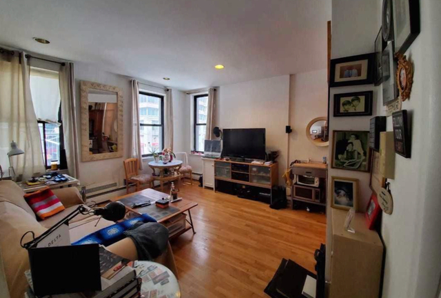 1 Bedroom, Chelsea Rental in NYC for $2,695 - Photo 2