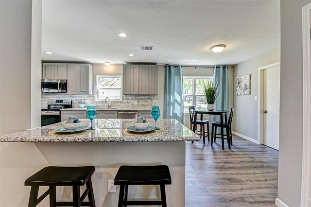 3 Bedrooms, Royal Oaks Rental in Houston for $2,700 - Photo 2