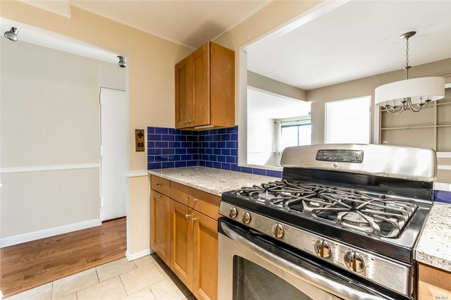3 Bedrooms, Forest Hills Rental in NYC for $3,300 - Photo 2