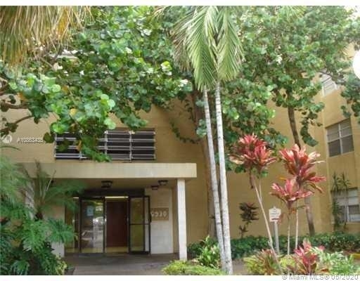 2 Bedrooms, Golf Course Towers Rental in Miami, FL for $1,400 - Photo 1