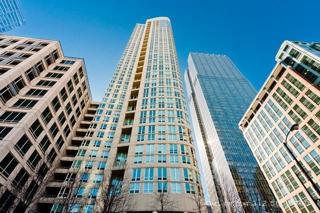 2 Bedrooms, Gold Coast Rental in Chicago, IL for $4,055 - Photo 2