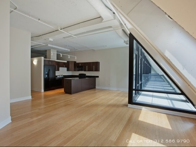 2 Bedrooms, Gold Coast Rental in Chicago, IL for $2,475 - Photo 2