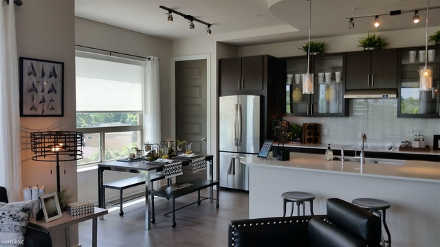 2 Bedrooms, Greater Heights Rental in Houston for $3,233 - Photo 2