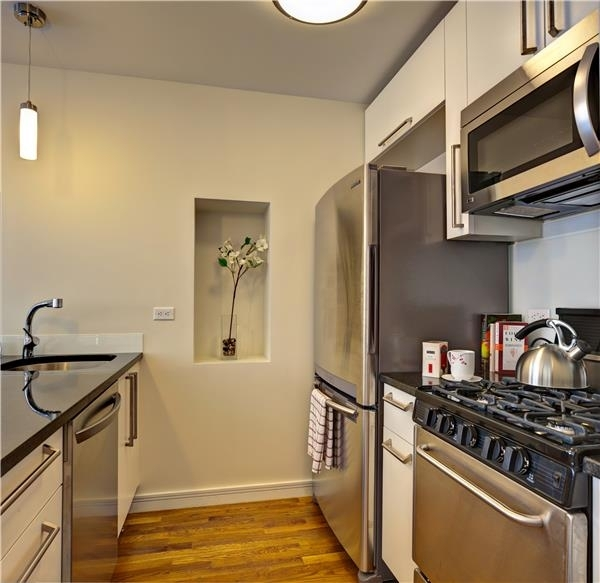 2 Bedrooms, Financial District Rental in NYC for $4,700 - Photo 1