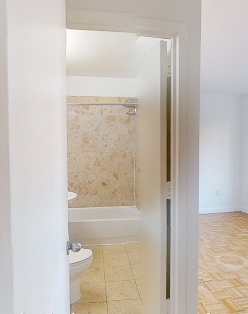 2 Bedrooms, Hell's Kitchen Rental in NYC for $4,595 - Photo 2