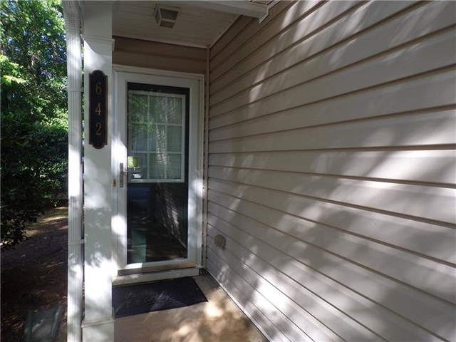 3 Bedrooms, Mays Rental in Atlanta, GA for $1,600 - Photo 2