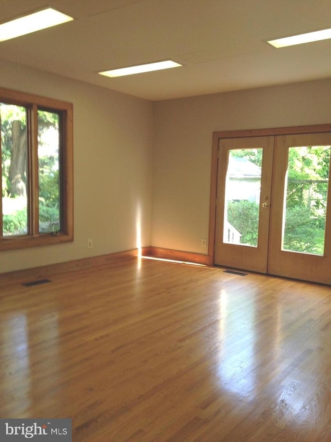 4 Bedrooms, North Chevy Chase Rental in Washington, DC for $4,600 - Photo 2