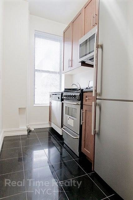 3 Bedrooms, Gramercy Park Rental in NYC for $5,190 - Photo 2