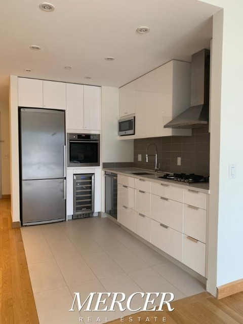 Studio, Hell's Kitchen Rental in NYC for $3,410 - Photo 2