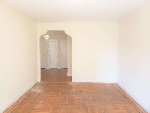 2 Bedrooms, Gravesend Rental in NYC for $2,100 - Photo 2